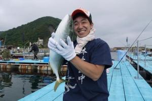 大きい魚を釣り上げたK君。今大会のMVP候補でした