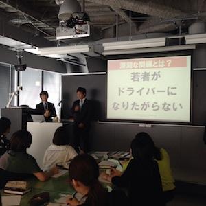 制服デザインを名古屋モード学園様に依頼。授業風景。